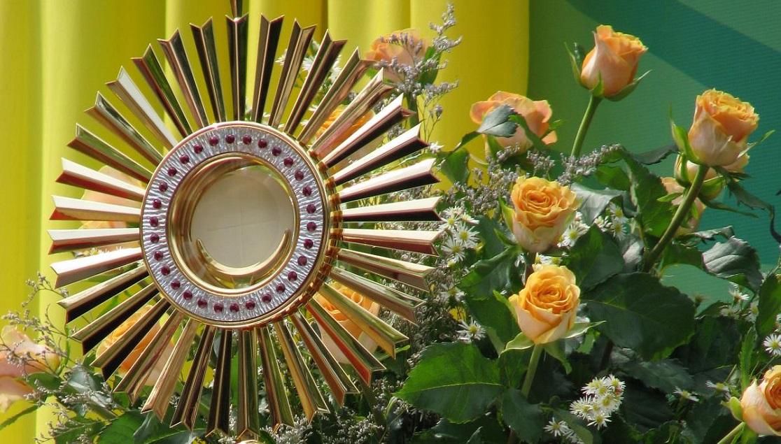 Zapraszamy na codzienną Mszę Świętą i Adorację on-line